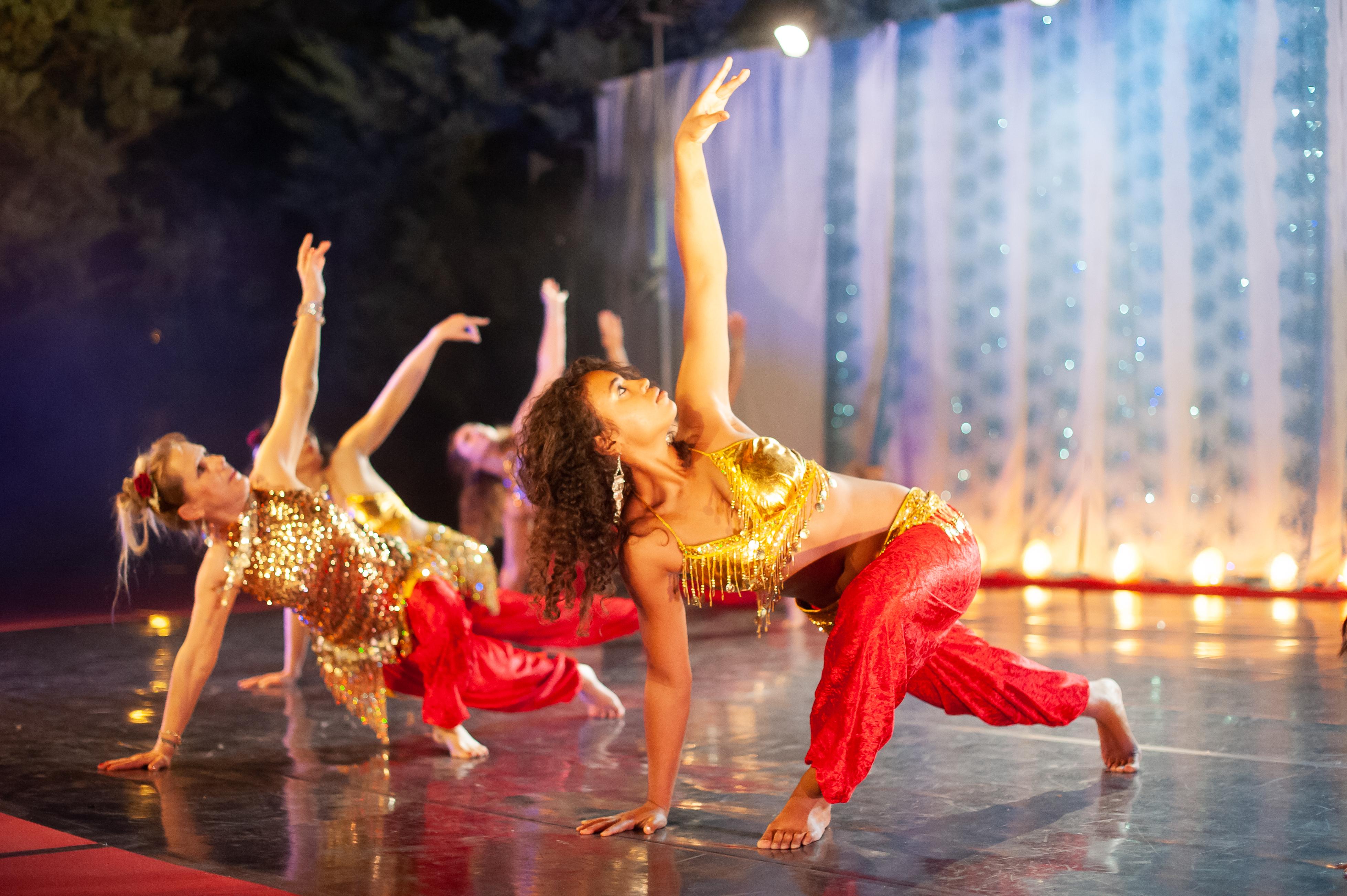Danse orientale-contemporaine (avancé) @ L'Entrepôt Espace Chorégraphique et Culturel