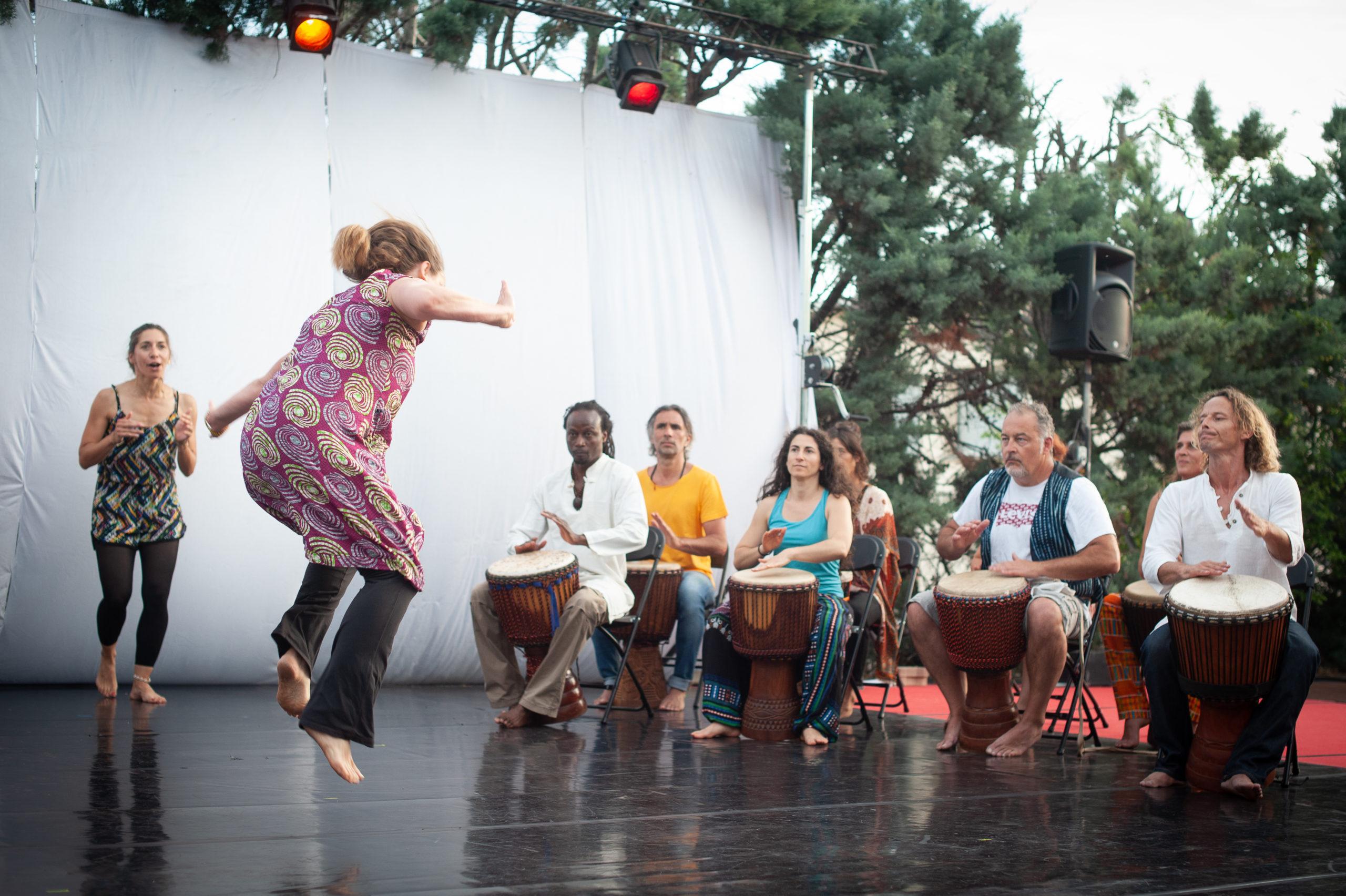 Danse et percussions africaine (annulé, transformé en rattrapages pour les élèves des cours hebdomadaires) @ L'Entrepôt Espace Chorégraphique et Culturel